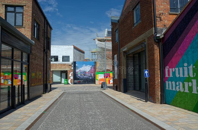 Straatsc?ne met muurschilderingen schil het UK stock afbeelding