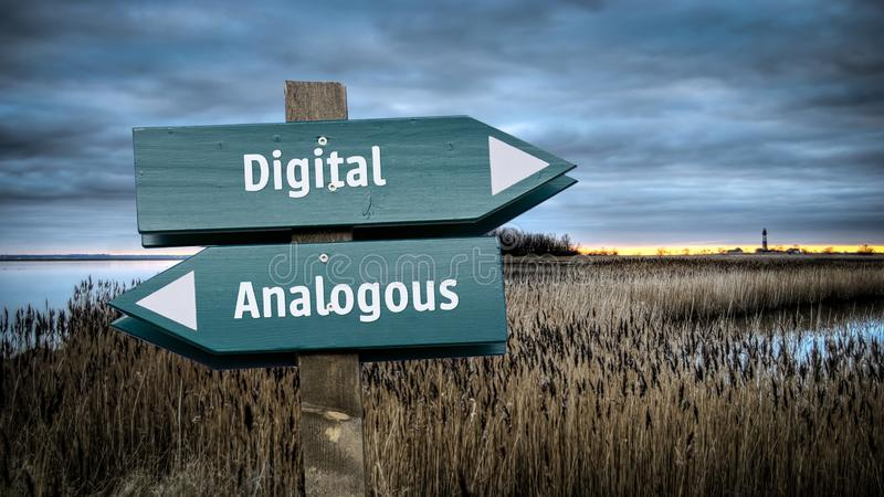 Straatteken aan Digitaal tegenover Analoog royalty-vrije stock fotografie