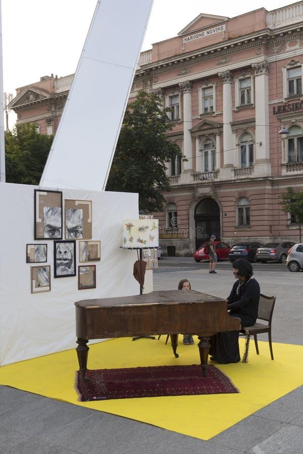 Straatuitvoerder in Zagreb stock afbeeldingen