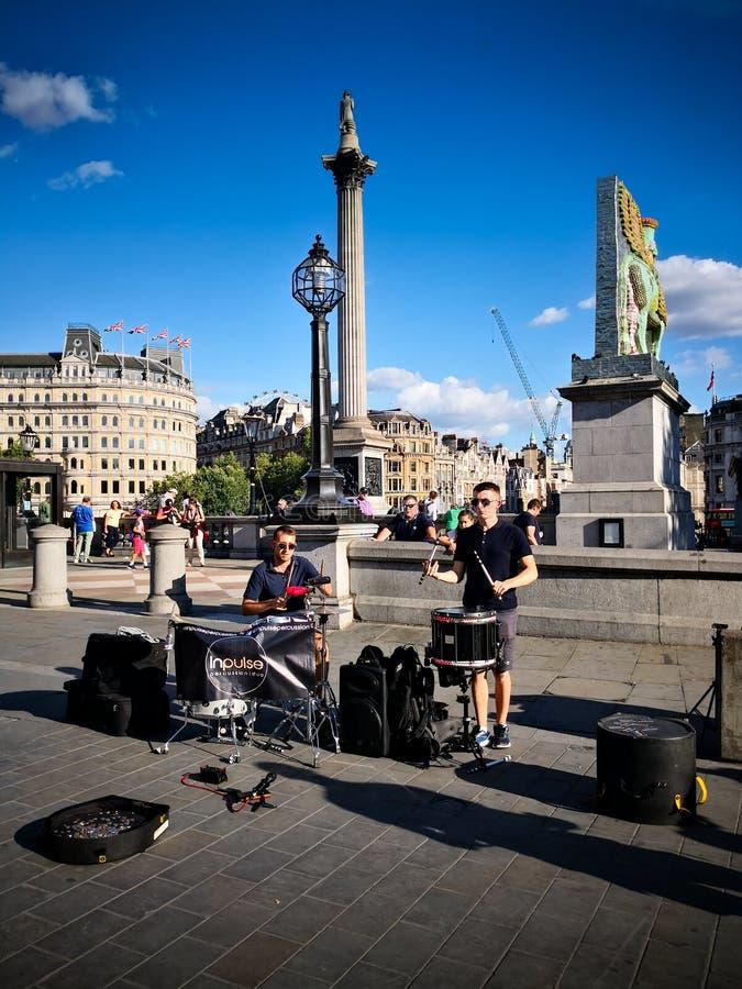 Straatuitvoerders in Trafalgar Square stock foto's