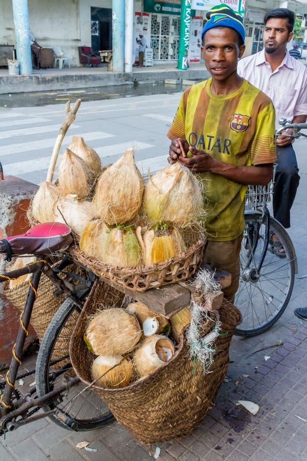 Download Straatventers Van Dar Es Salaam Redactionele Afbeelding - Afbeelding bestaande uit voedsel, fruit: 54076295