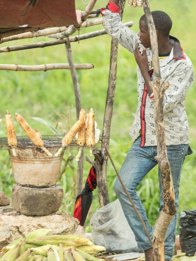 Download Straatventers Van Dar Es Salaam Redactionele Foto - Afbeelding bestaande uit afrika, klein: 54076296