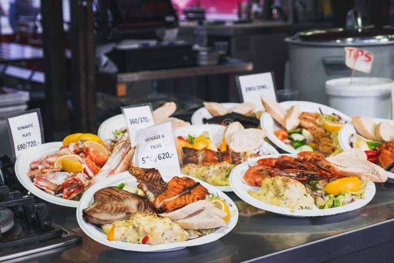 Straatvoedsel in Bergen Fish Market, Noorwegen royalty-vrije stock afbeeldingen