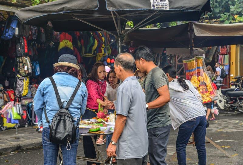 Straatvoedsel in Hoi An, Vietnam stock afbeelding