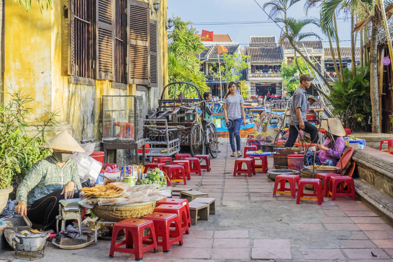 Straatvoedsel in Hoi An, Vietnam stock afbeeldingen