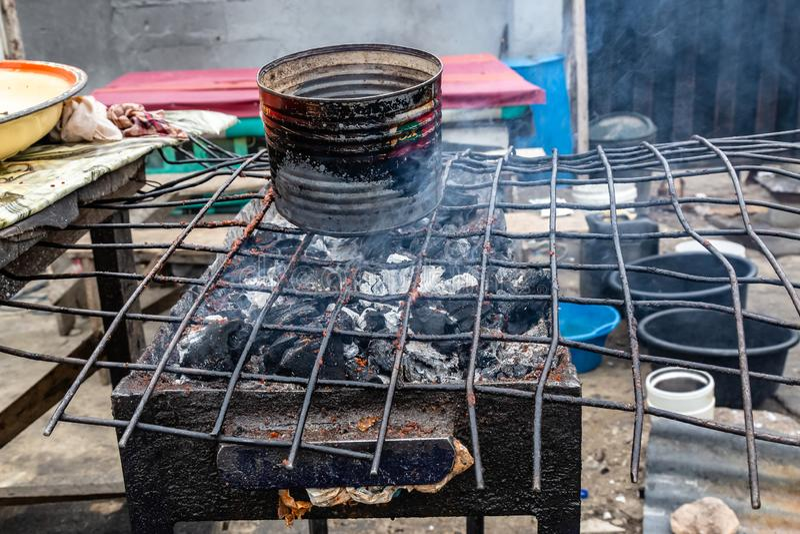 Straatvoedsel in Lagos Nigeria; Suyagrill stock afbeeldingen