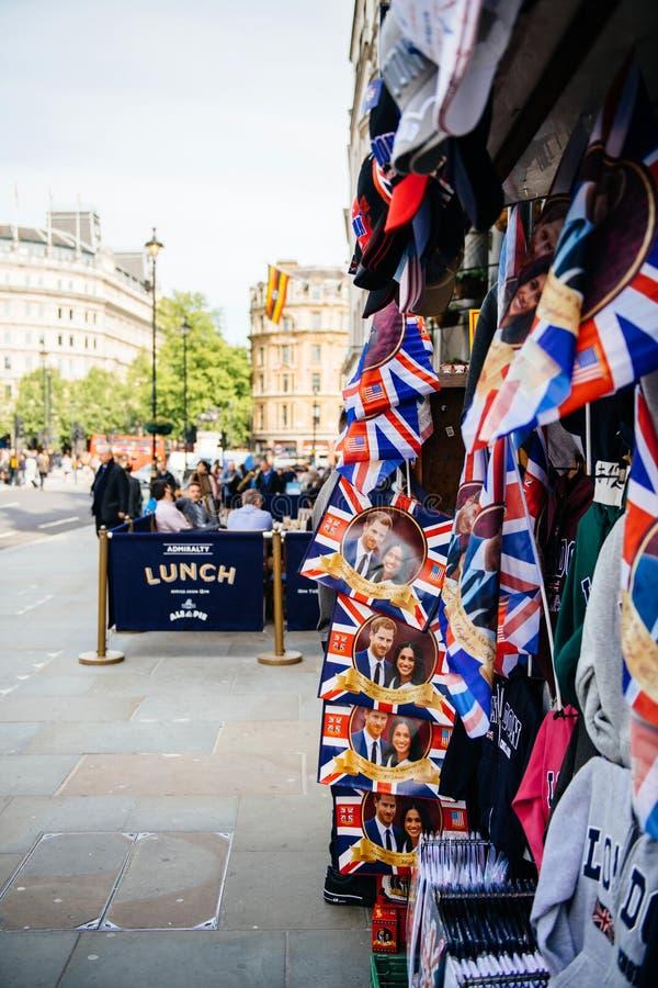 Straatwinkel het verkopen koninklijke het huwelijkscelebrati van herinneringsmemorabilia stock fotografie