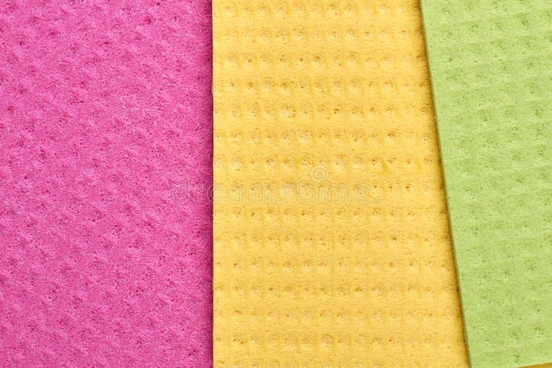Stracci multicolori per lavare i piatti immagini stock