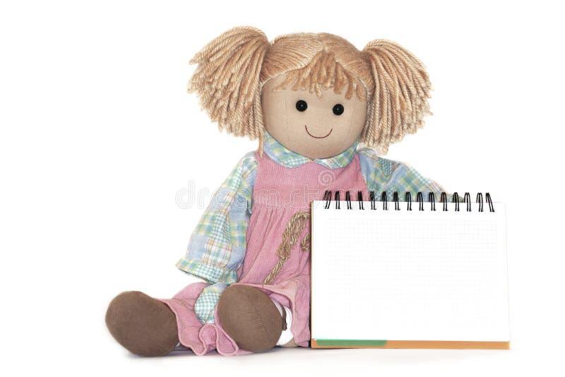 Straccio-bambola, strato della carta in bianco in gabbia, su fondo bianco fotografia stock libera da diritti