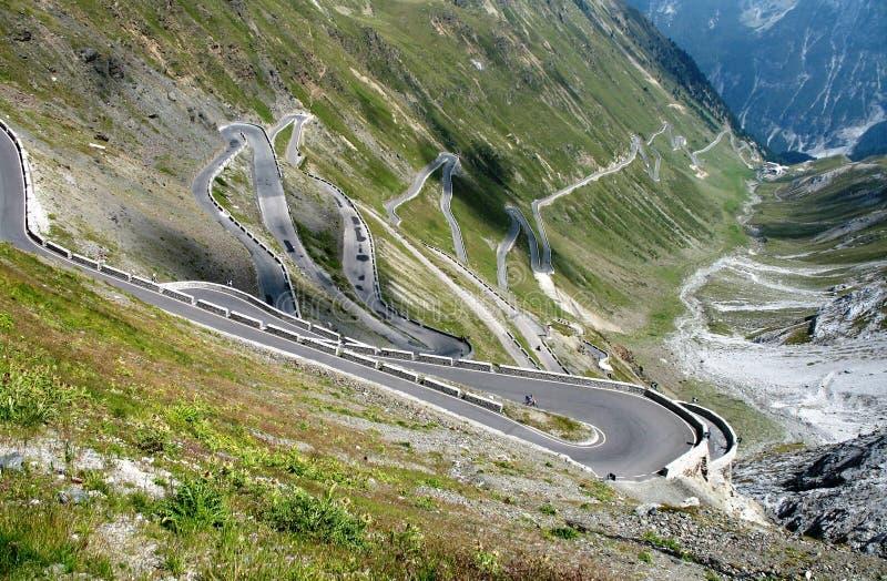 Strada al passaggio di montagna di Stelvio immagine stock