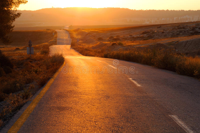 Strada al tramonto immagine stock