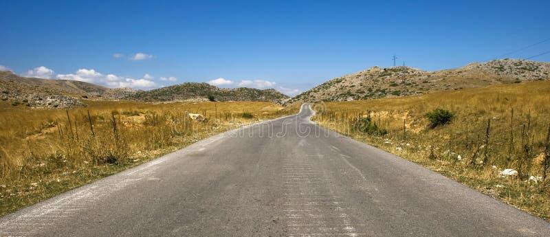 Download Strada alla montagna fotografia stock. Immagine di dilagi - 3128610
