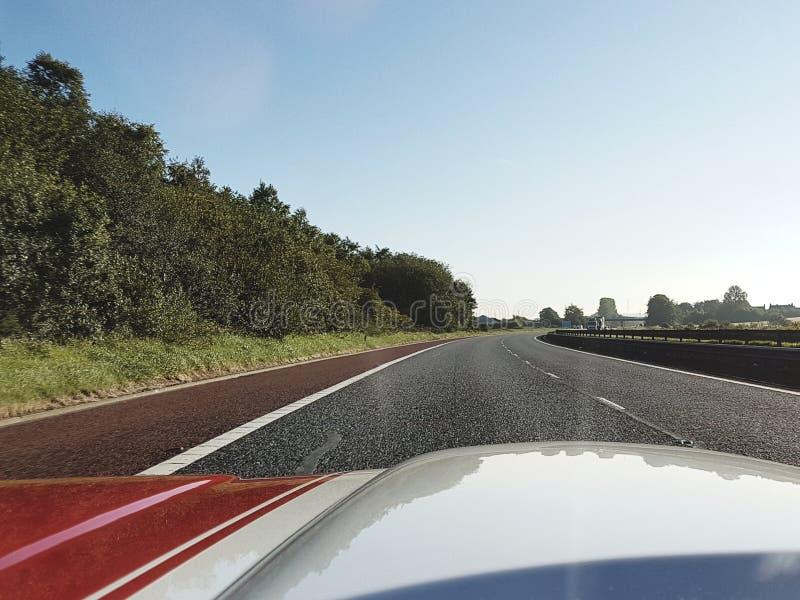 Strada aperta di Hood Of Muscle Car On fotografie stock
