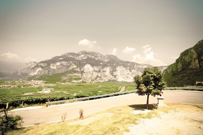 Strada asfaltata della montagna fotografie stock