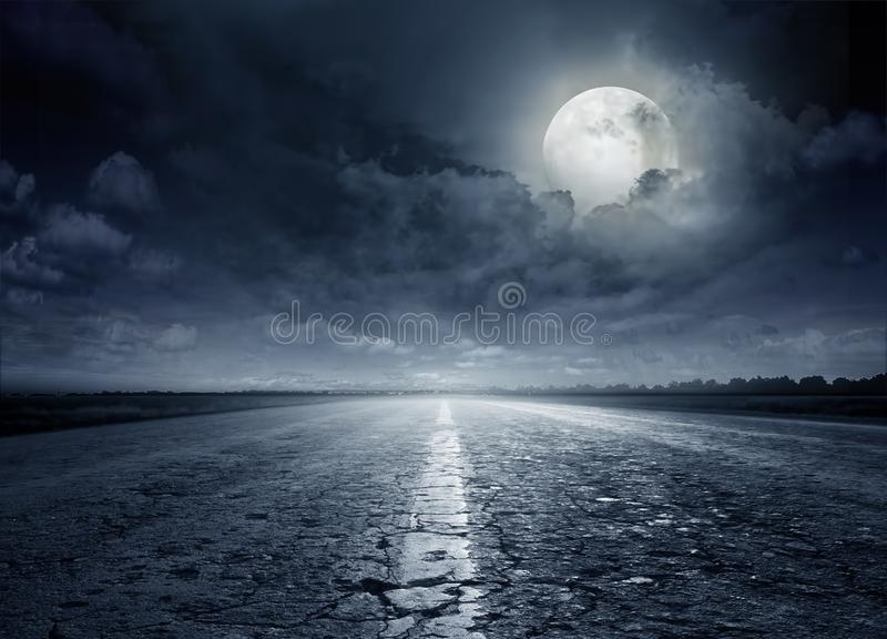 Strada asfaltata Strada di notte fotografia stock libera da diritti
