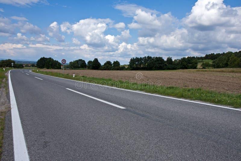 Strada asfaltata diritta fotografie stock libere da diritti