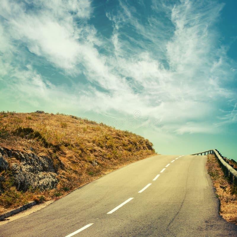 Download Strada Asfaltata Vuota E Cielo Nuvoloso Immagine Stock - Immagine di corsica, effetto: 56892341