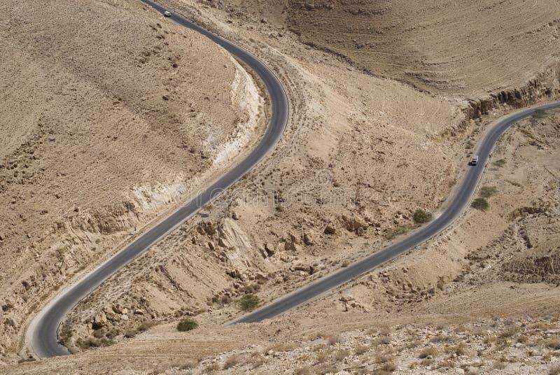 Strada attraverso le montagne jordan fotografia stock libera da diritti