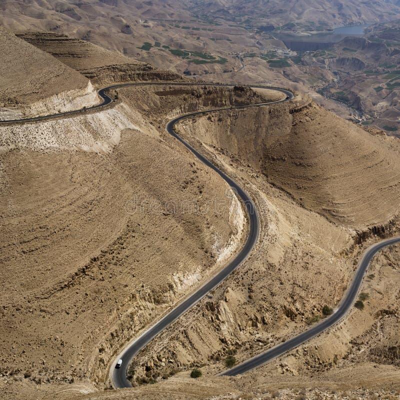 Strada attraverso le montagne jordan immagine stock