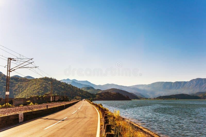 Strada che va lungo la costa immagini stock libere da diritti