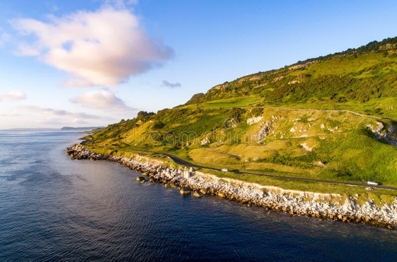 Strada costiera di Antrim in Irlanda del Nord, Regno Unito fotografia stock libera da diritti