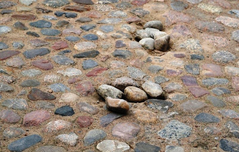 Strada d'annata della pavimentazione della pietra grigia e marrone retro fotografia stock