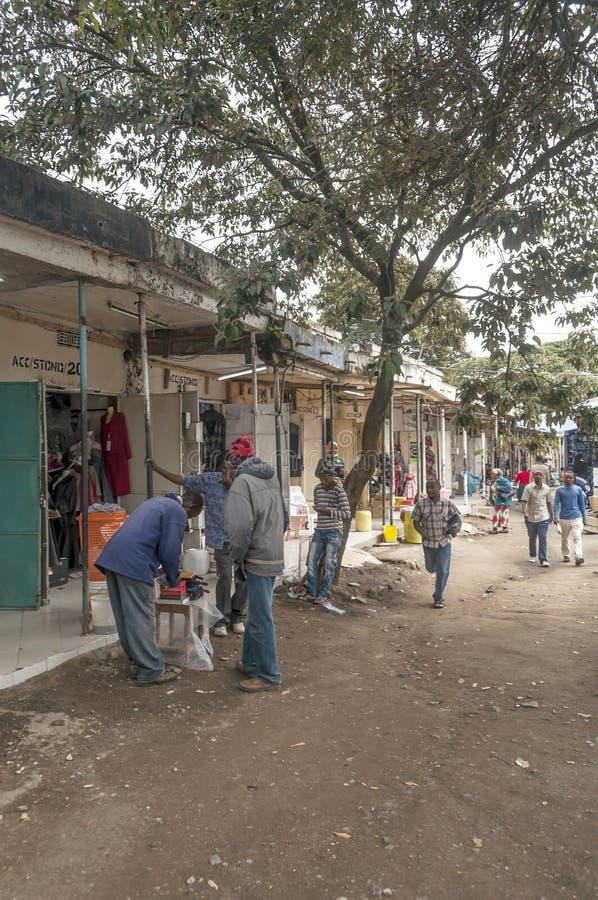 Strada dei negozi a Arusha fotografie stock libere da diritti