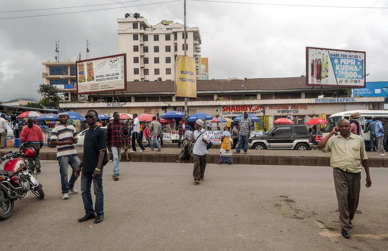 Strada dei negozi a Arusha immagini stock