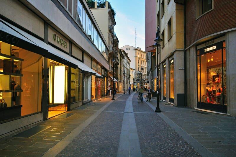 Strada dei negozi di lusso a Padova, Italia fotografie stock