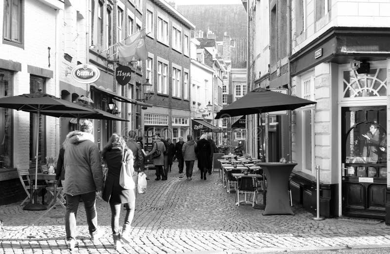 Strada dei negozi a Maastricht. fotografia stock libera da diritti
