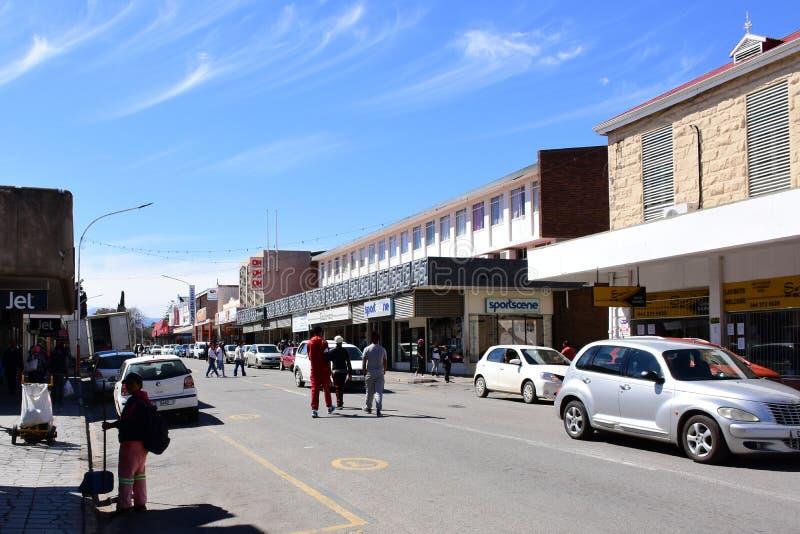 Strada dei negozi, Oudtshoorn, la Provincia del Capo Occidentale, Sudafrica immagine stock libera da diritti