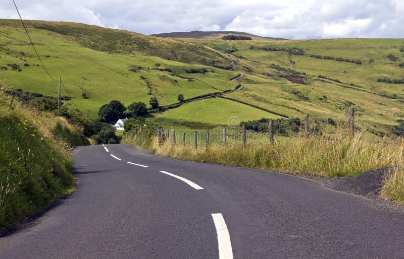 Strada dei torr e Carnanmore, la contea di Antrim immagine stock