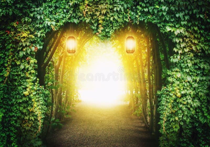 Strada del cuore in una foresta di fantasia fotografia stock libera da diritti