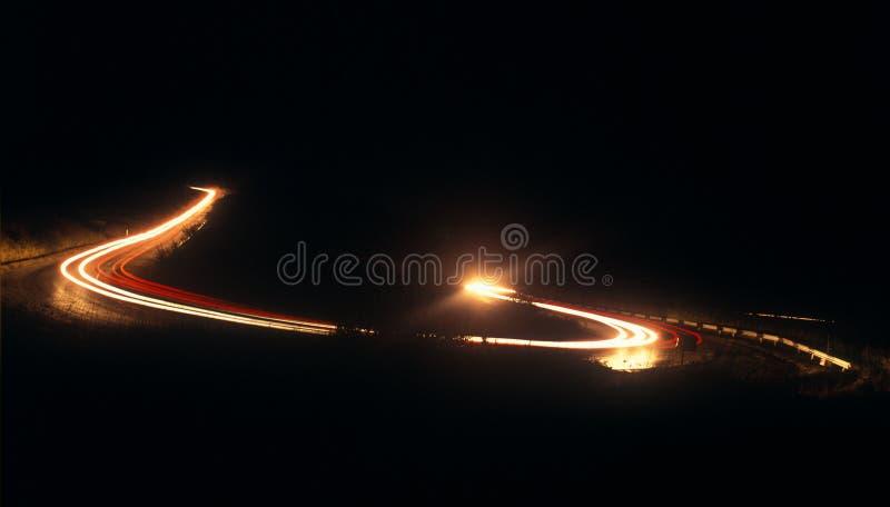 Strada della montagna alla notte. immagini stock
