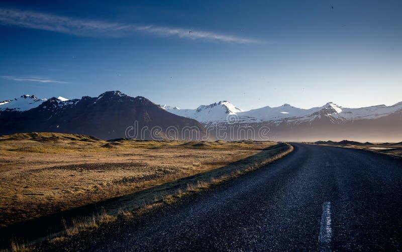 Strada della montagna di bobina, Islanda fotografie stock