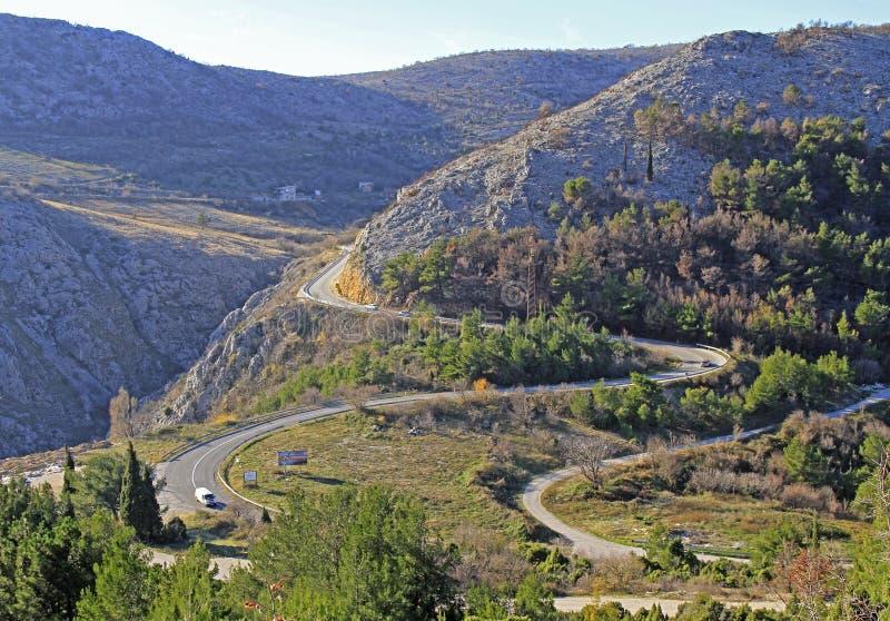 Strada della montagna nei dintorni di Mostar immagine stock libera da diritti
