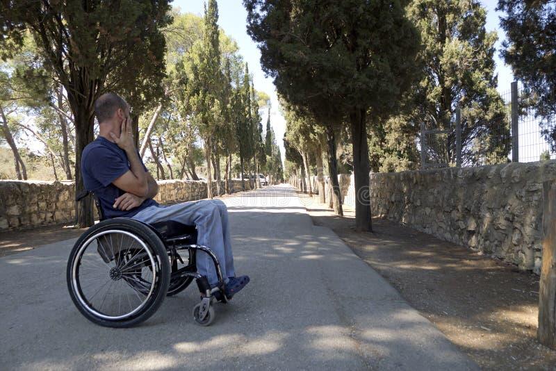 Strada della sedia a rotelle immagine stock