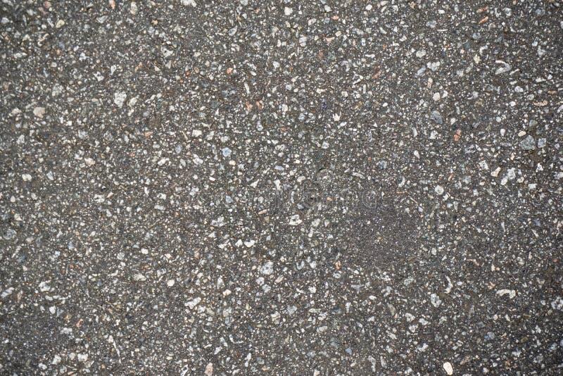 strada destructed del catrame in una città immagini stock