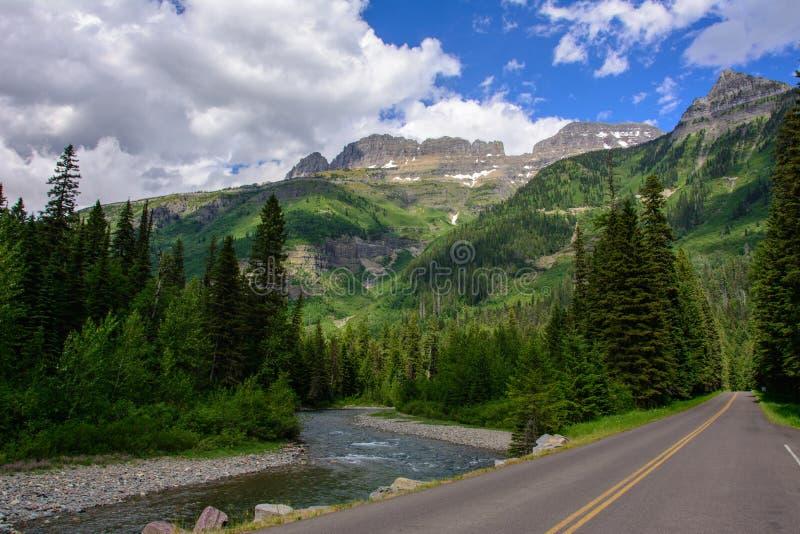 Strada di Andare---Sun in Glacier National Park, Montana U.S.A. fotografia stock libera da diritti