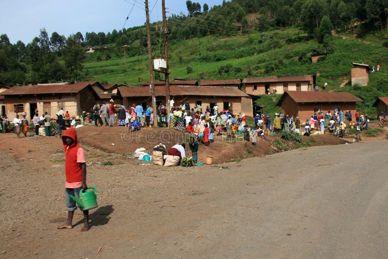 Strada di bobina che piombo attraverso l'Uganda immagine stock