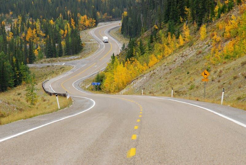 Download Strada Di Bobina In River Valley Immagine Stock - Immagine di hillside, montagna: 7318449