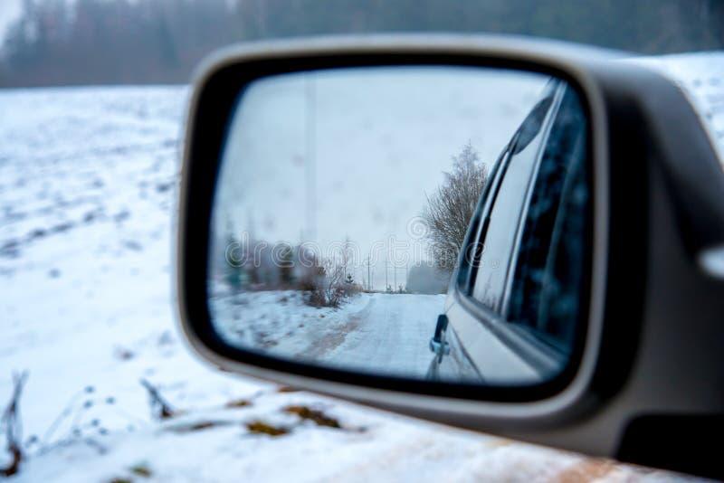 Strada di inverno con neve fotografie stock libere da diritti
