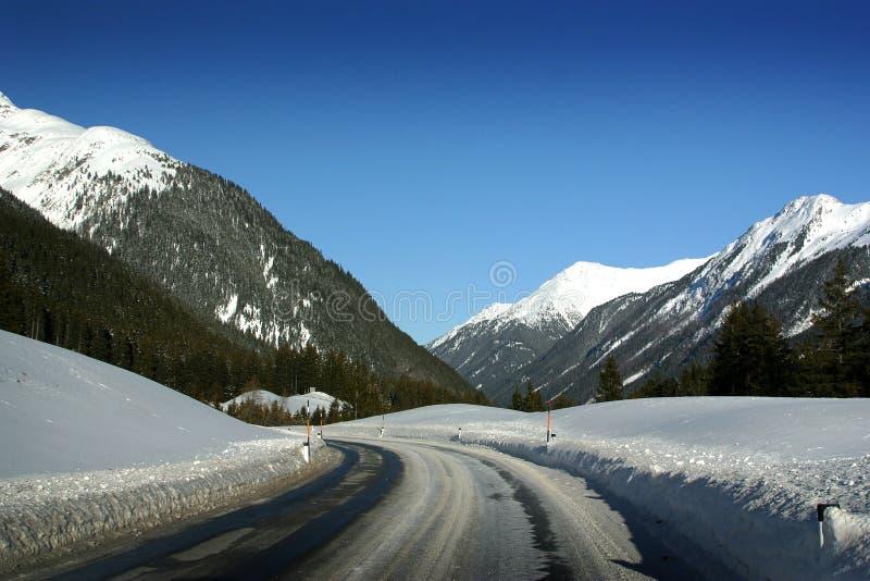Strada di Ischgl Austria alla st Anton immagine stock