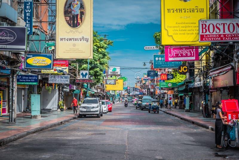 Strada di Khao San in una mattina a Bangkok, Tailandia immagini stock libere da diritti