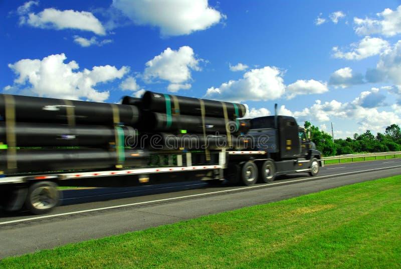 Strada di movimento del camion fotografie stock