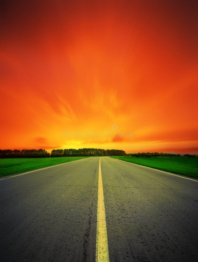 Strada di velocità che lascia nella notte fotografia stock libera da diritti
