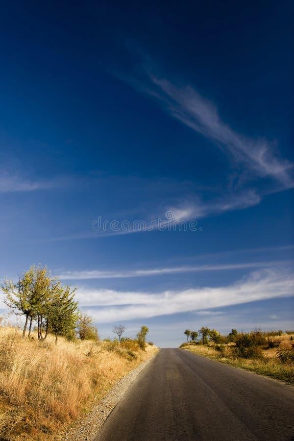 Strada e cielo immagini stock