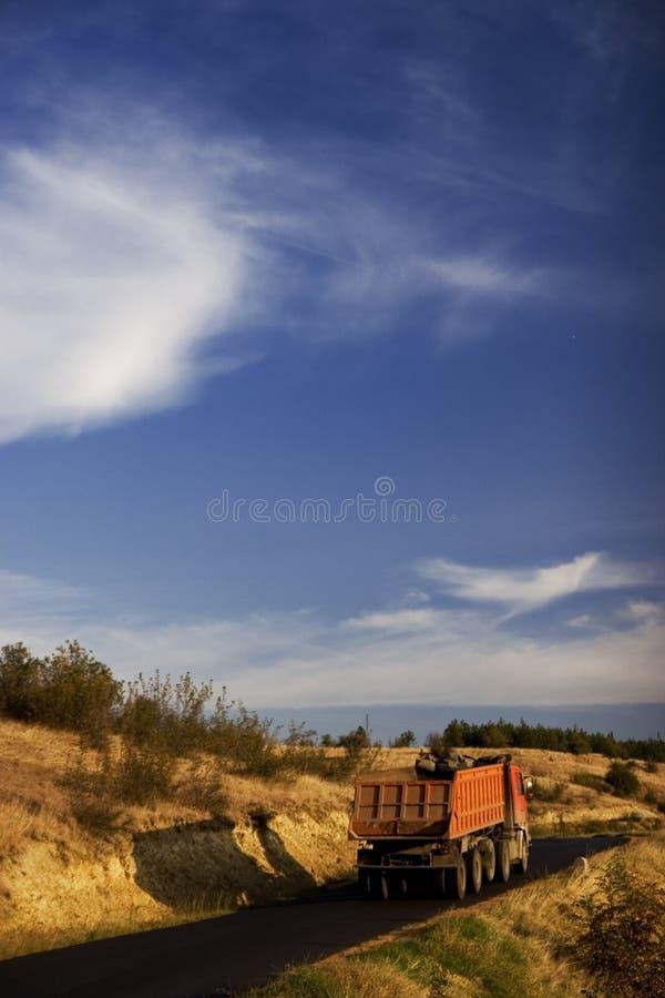 Strada e cielo blu immagini stock