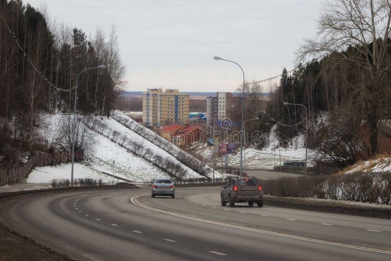 Strada e vista della città di Chanty-Mansijsk fotografia stock libera da diritti