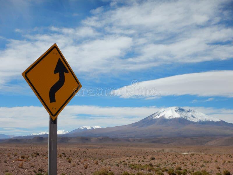 Strada e vulcani cileni fotografie stock